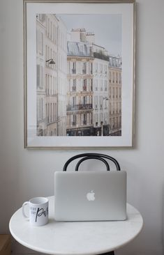 How to Frenchify Your Home Office — Every Day Parisian Studio Interior, Apartment Interior Design, Interior Styling, Small Apartment Living, Parisian Apartment, Apartment Goals, Office Wall Art, Home Office Decor, Parisian Kitchen