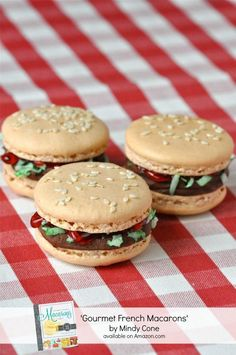 Chocolate Macaron Recipe from 'Gourmet French Macarons' Book by Bird's Party A Tasty Chocolate Macaron Recipe from 'Gourmet French Macarons' Book - ideas on creative baking for parties and celebrations! Cute Desserts, Delicious Desserts, Yummy Food, Yummy Treats, Chocolate Macaron Recipe, Chocolate Ganache, Chocolate Cookies, Baking Recipes, Dessert Recipes