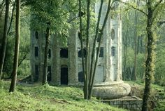 The Désert de Retz is a ruined French garden in Chambourcy, France with unusual follies. It was built at the end of the 18th century by François Racine de Monville on his estate and is notable for the construction of 17- 20 follies and buildings, of which only 10 still survive. In 2007 it was sold to an adjacent golf course and half of the garden was retained; the other half was donated to the town of Chambourcy for maintenance. http://en.wikipedia.org/wiki/D%C3%A9sert_de_Retz