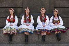 Polish girls in traditional dress sitting at the base of the statue of Adam Mickiewicz, preparing to dance in Market Square. Costume Shop, Folk Costume, Folklore, Polish Clothing, Character Costumes, Krakow, Polish Girls, Traditional Dresses, Persona