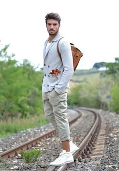 Mariano Di Vaio in Neutral and Casual Outfit! Mdv Style, Photography Poses For Men, Masculine Style, Mens Fashion, Fashion Outfits, Men's Outfits, Dapper Men, Looks Style, Well Dressed