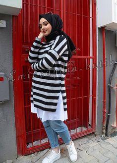 Pinterest: @adarkurdish Street Hijab Fashion, Abaya Fashion, Muslim Fashion, Diva Fashion, Modest Fashion, Chic Outfits, Fashion Outfits, Modele Hijab, Gilet Long