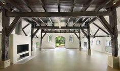 Van een ruim tweehonderd jaar oude boerderij net buiten Utrecht hebben we een moderne villa gemaakt met een radicaal andere ruimtelijke indeling dan voorheen, maar met behoud van de sfeervolle oude elementen. Veel van de …