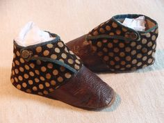 Like these - the dotty part looks like tapestry, or carpet-like fabric. Victorian Children's Clothing, Victorian Shoes, Antique Clothing, Historical Clothing, Vintage Shoes, Vintage Accessories, Vintage Outfits, Vintage Fashion, Polka Dot Shoes