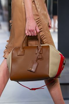 Burberry Prorsum at London Fashion Week Spring 2019 - Details Runway Photos handbags Reversible handbags Louis Vuitton handbags Backpack handbags Cheap handbags Bolsas handbags Navy Burberry Handbags, Louis Vuitton Handbags, Burberry Prorsum, Leopard Print Bag, Womens Designer Bags, Accessorize Bags, Cheap Handbags, Ladies Handbags
