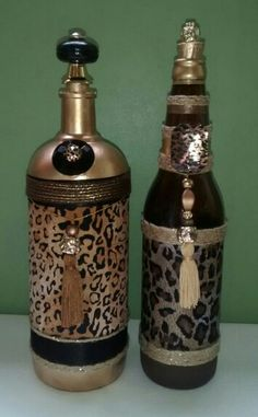 "Decorative Bottles : ""Tutupirou Artes"" by Laly Recycled Glass Bottles, Glass Bottle Crafts, Wine Bottle Art, Bottle Rack, Diy Bottle, Decorative Bottles, Wine And Liquor, Liquor Bottles, Bottles And Jars"