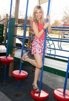 """( ☞ 2017 ★ HOT CELEBRITY WOMAN ★ OLIVIA HOLT IN A MINISKIRT AND HIGH HEELS. ) ★ Olivia Hastings Holt - Tuesday, August 05, 1997 - 5' 2"""" 103 lbs 33-24-35 - Germantown, Tennessee, USA."""
