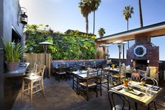 A San Diego native lists 15 trendy bars and restaurants for a memorable dining experience, cool & hip ambiance or just grabbing a unique cocktail after work. Hipster Beach, San Diego Restaurants, Trendy Bar, Ocean Park, Outdoor Restaurant, Pacific Beach, Beach Bars, Best Places To Eat, Cool Bars