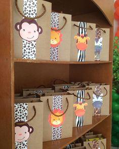 """32 Me gusta, 8 comentarios - Sonho & Arte SLZ (@sonhoearteslz) en Instagram: """"Caixa sacola Safari, com kit de pintura. #safari #festainfantil #festasafari #festademenino…"""""""