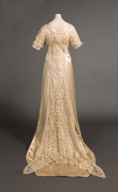 Wedding gown worn by Mary Peterson Wells, 1910 or 1911.(back) FIDM Museum