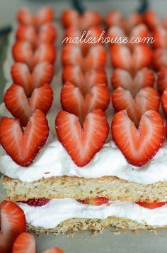 Nalle's House: Scandinavian Oatmeal Strawberries and Cream Cake