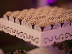 Bolos de casamento em miniatura. #casamento #bolodosnoivos #bolos #miniaturas #brigadeiros