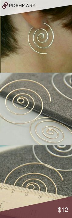 Circle Earrings Gold or Silver Tone Silver tone and gold tone circle earrings a breeze to put on and light as a feather that you are not even aware they are on. Pick gold color or silver.  Smoke free/pet friendly home Jewelry Earrings