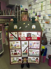 Vera's New Dollhouse - a thought for Jamie :) Patchwork Quilt, Mini Quilts, Applique Quilts, Baby Quilts, Monochromatic Quilt, Dollhouse Quilt, House Quilts, Landscape Quilts, Doll Quilt