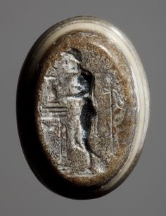 Man with a thyrsos staff and a jug by an altar. Graeco-Roman ringstone, 30 BC-200  Onyx. 1,6 x 1,2 cm Inventory number: I1091