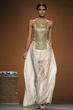Vestido de novia de Ion Fiz #boda #vestidos #MBFWM