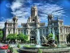 España es un país precioso con muchos monumentos, catedrales, playas preciosas... Además una rica gastronomía y buenas fiestas. Espero que vengáis a visitarla, merece la pena.