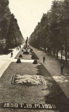 q Sidewalk, History, Retro, Walkway, History Books, Historia, Walkways, Mid Century