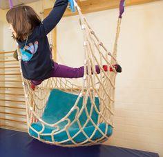Hat Entfaltung etwas mit Bügeln zu tun? Hamburger Kita-Kinder sprechen über den Körper, Bewegung und Kinderrechte.  http://prgo.me/alles-was-man-kann-ist-leicht Foto: Jan Brandes