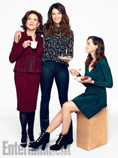 The 'Gilmore Girls' (and Guys) Are Back! Exclusive Photos of the Stars Hollow Crew - Site Title Stars Hollow, Gilmore Gilrs, Gilmore Girls Quotes, Gilmore Girls Fashion, Lauren Graham, Alexis Bledel, Team Logan, Lorelai Gilmore, Rory Gilmore Style