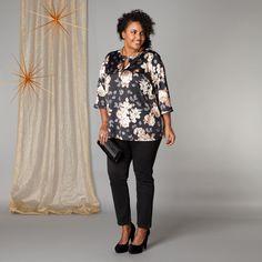 De prachtige stof met bloemenprint heeft een uitstraling van zijde. Het geeft deze blouse een luxe glamour look. De ronde hals is voorzien van een dec... Bekijk op http://www.grotematenwebshop.nl/product/blouse-van-x-two-voor-vrouwen-met-grote-maten-18/