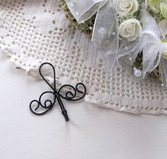 Wire Crafts, Diy And Crafts, Twig Art, Hanger Crafts, Handmade Wire Jewelry, Crafts Beautiful, Wire Hangers, Wire Baskets, Beads And Wire