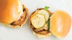 Perfectly balance your plate & serve with: 1 cup your favourite veggies: Make carrot and pepper sticks for dunking in the Caesar dressing. Mini Burgers, Epicure Recipes, Buffalo Chicken Sliders, Burger Seasoning, Ground Chicken, Avocado Egg, Nut Free, Gluten Free Recipes, Good Food