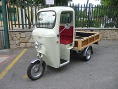 """Tre ruote """"NEGRINI"""" 1972 Restaurato e modificato il cassone. Vespa, Motorized Tricycle, Mini Motorbike, Piaggio Ape, Third Wheel, Mitsubishi Pajero, Moto Bike, Vintage Trucks, Small Cars"""