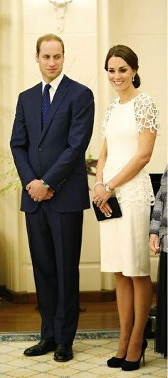 "RT @TenLateNews ""Kate is wearing @Lela Johnson Johnson Johnson Johnson Cooper dress at in Canberra this evening see more at 11.03pm"" #RoyalVisitAus"
