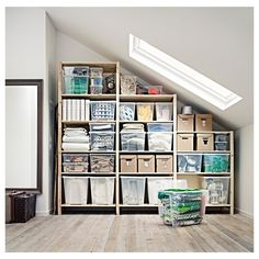 25 Cool Decorating Tricks from IKEA. Me entanta como organizar las cosas Attic Storage, Garage Storage, Basement Storage Shelves, Storage Shelving, Shelves Under Stairs, Eaves Storage, Storage Room Organization, Under Stairs Pantry Ideas, Understairs Storage Ideas