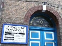 Sandy's Row Synagogue - the oldest Ashkenazi synagogue in London and the last remaining functioning synagogue in Spitalfields. East End London, Winter Sunset, Places Of Interest, The Row, Theatre, Old Things, Building, Theatres, Buildings