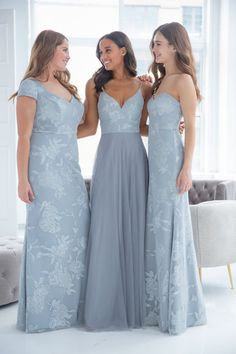 Style 5908 Hayley Paige Occasions bridesmaids gown - Pewter English net A-line gown, caviar bodice, sweetheart curved neckline, natural waist. Spring 2019 Bridesmaids dresses arriving in stores early January Pewter Bridesmaid Dresses, Wedding Bridesmaids, Hailey Paige Bridesmaid, Manhattan, Hayley Paige, A Line Gown, Curtido, Fashion Leaders, Prom Dresses