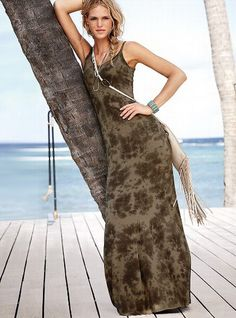 Sexy to the max: the Maxi Tee Dress from Victoria's Secret. From flowy and romantic to oh-so-sexy halters, our dress collection has the season's most-wanted maxi dresses. Short Summer Dresses, Beach Dresses, Maxi Dresses, Summer Maxi, Summer Evening, Summer Nights, Dress Long, Summer Time, Daytime Dresses