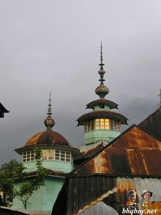Mosque, Lake Maninjau. Beautiful spot with few travellers:  http://bbqboy.net/beautiful-lake-maninjau-west-sumatra-and-going-rambo-on-the-locals/  #Sumatra #Indonesia