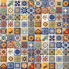 Ceramiche di Talavera autentica proviene solo dalla città di Puebla e le comunità vicine di Atlixco e Cholula Tecali, a causa della qualità dellargilla naturale trovato lì e la tradizione della produzione che risale al XVI secolo. 100 2 X2 piastrelle per il vostro progetto di costruzione o mestiere. Piastrelle possono variare da ciò che è mostrato nella foto.