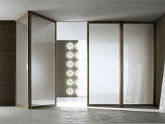 Modern walk in pantry with opaque glass sliding doors for Arredamenti camilletti