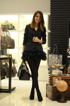 Lovely Pepa in a lovely feather skirt :)