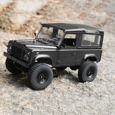 RC4WD 1/18 Gelande II Defender D90 4WD RTR. Highlights include an aluminum ladder frame chassis, a Defender D90 scale body, dual spring aluminum oil shocks, a double triangulated 4-link suspension and an R5 1/24 mini cast transmission. Features a micro motor, a 2-in-1 micro ESC/receiver, an XR2 micro radio system and a 2S LiPo battery.