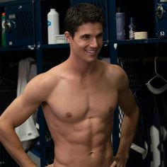18 Hot Dudes That Proved 2016 Was The Year Of Thirst After watching The Duff today, Robbie Amell has defo earned his way onto the Holy Hotness Board! Robie Amell, The Duff Movie, Bae, Tyler Posey, Daniel Radcliffe, Shirtless Men, Avril Lavigne, Oprah Winfrey, Alicia Keys