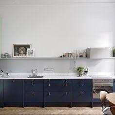 From Entrancemakleri Blue kitchen