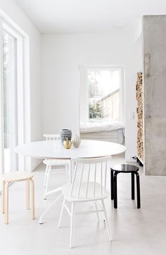 Black, white and concrete living - Hege in France white round table, black stool wood storage