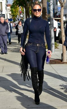 "Jennifer Lopez from The Big Picture: Today's Hot Pics She's still ""Jenny From the Block!"" The American Idol judge steps out in Los Angeles for a bit of weekend shopping. Star Fashion, Look Fashion, Fashion Outfits, Womens Fashion, J Lo Fashion, Looks Jeans, Casual Outfits, Cute Outfits, Mode Jeans"