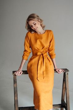 If you are looking for a comfortable, flattering dress that will transcend fashion fads, the Honey Midi linen dress is for you. A simple, loose k Fashion Mode, Modest Fashion, Look Fashion, Fashion Dresses, Fashion Tips, Gothic Fashion, Classy Fashion, Fashion 2018, Fashion Wear