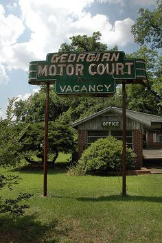 Cordele GA Crisp County Georgian Motor Court Motel Neon Sign Vacancy Pictures Photo Copyright Brian Brown Vanishing South Georgia USA 2010
