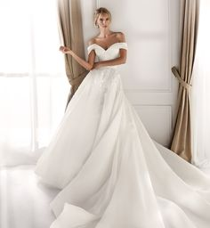 Moda sposa 2020 - Collezione NICOLE.  NIA20591. Abito da sposa Nicole. Stunning Wedding Dresses, Country Wedding Dresses, Long Wedding Dresses, Bridal Dresses, Nicole Fashion, Mod Wedding, Paris Wedding, Bridal Looks, Corsage