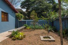 Casa Azul   Galeria da Arquitetura Lava, Estilo Tropical, Patio, Outdoor Decor, Plants, Home Decor, Timber Deck, Red Cabinets, Lighting Design