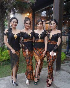 Graduation should be celebrated as the day of success, a long and challenging process. Kebaya Lace, Kebaya Hijab, Kebaya Brokat, Batik Kebaya, Kebaya Dress, Batik Dress, Dress Brokat, Kebaya Bali Modern, Model Kebaya Modern