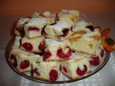 Reteta culinara Prajitura cu visine din categoria Prajituri. Cum sa faci Prajitura cu visine Sweets Recipes, Cooking Recipes, Romanian Desserts, Romanian Recipes, Romania Food, Limoncello, I Love Food, French Toast, Sweet Tooth