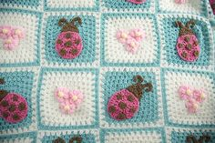 Bugs And Blooms Blanket By Terry Day - Free Crochet Pattern - (ravelry) ༺✿ƬⱤღ  https://www.pinterest.com/teretegui/✿༻