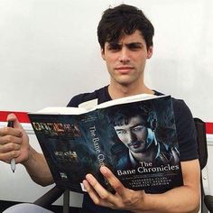 Matthew Daddario reading The Bane Chronicles. He's gotta learn about Magnus somehow! Haha